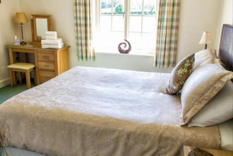 This king sized bed can be converted into two 2ft 6in singles on requested