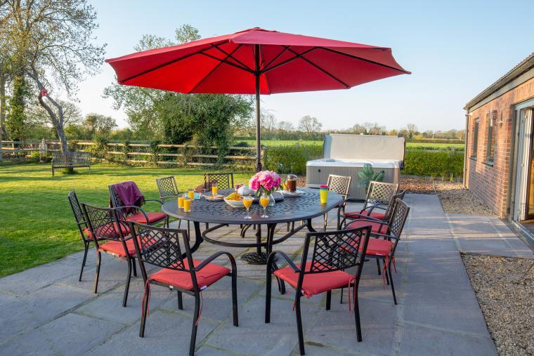 Dine Alfresco at Orchard View