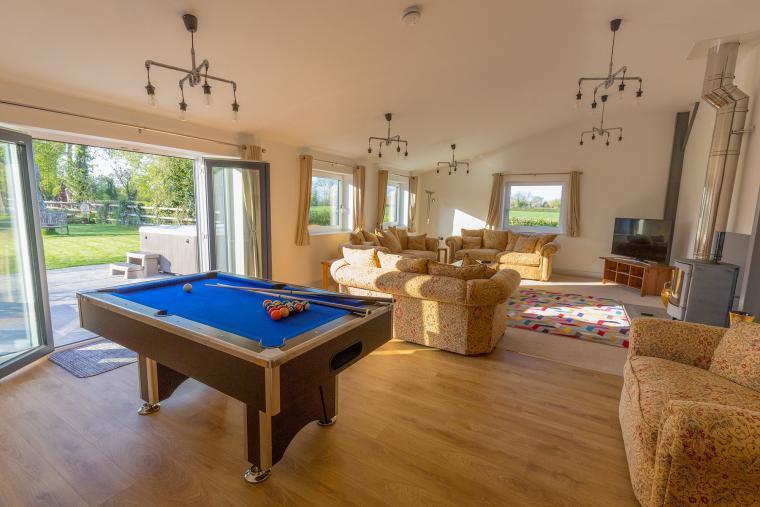 Play pool on holiday
