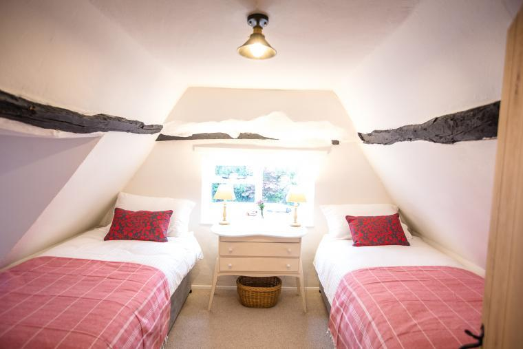 Twin bedroom, Bee Cottage