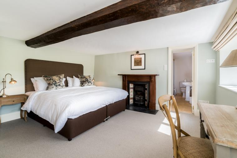 Beautiful bedrooms, Fairways East Cottage, Devon