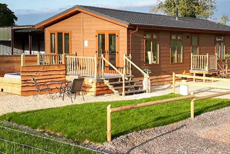 Whitey Top Lodge with Hot Tub, Dorset