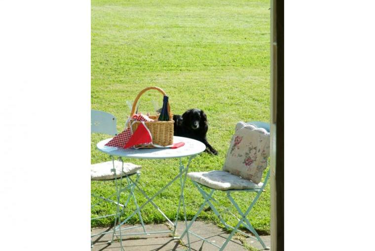 Dine alfresco and enjoy the rural location