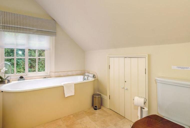 High quality bathroom, Week Farm