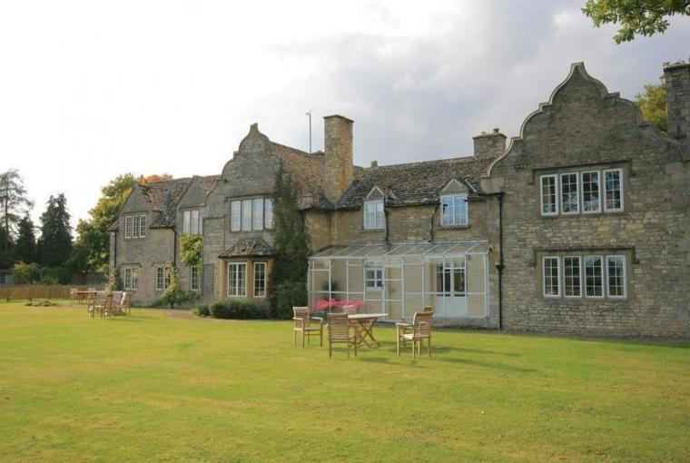 Home Farm, sleeps 16 near Witney