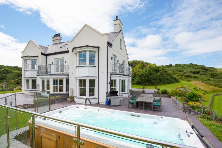 Llanlliana Country House, Anglesey, Wales