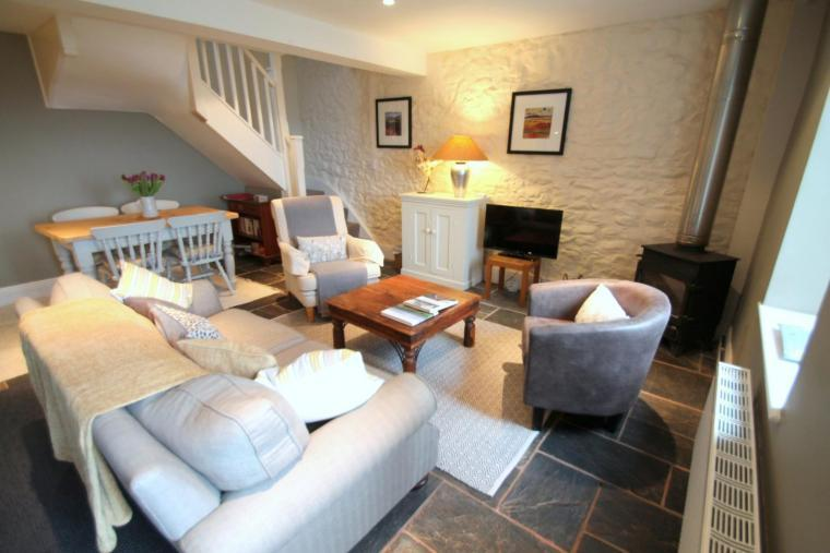 East Harwood Farm Cottage with country views, Somerset