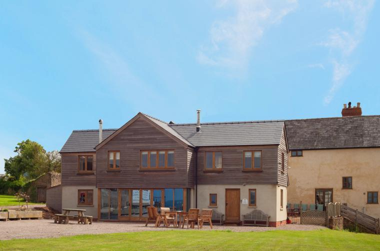 Lowe Farmhouse, 10 bedroom large group self-catering, Herefordshire