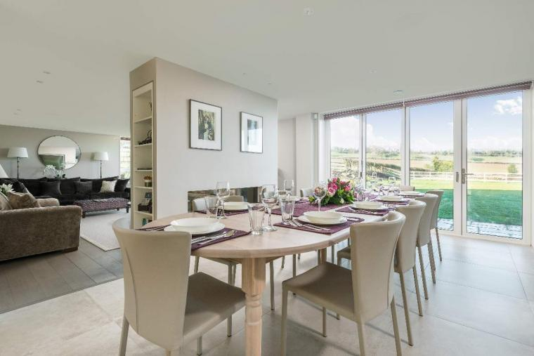 Sleeps 10, High standard, 5* Gold Award Winning House, M1 rated, ideal for all generations, Herefordshire, Photo 2