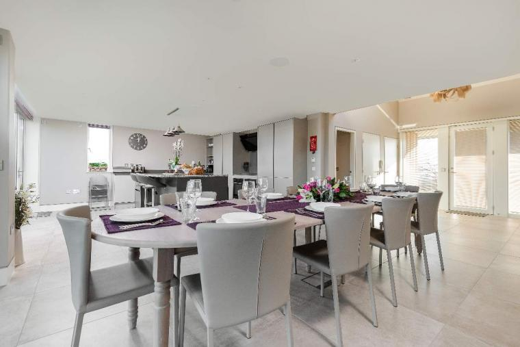 Sleeps 10, High standard, 5* Gold Award Winning House, M1 rated, ideal for all generations, Herefordshire, Photo 4
