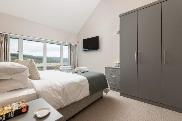 Sleeps 10, High standard, 5* Gold Award Winning House, M1 rated, ideal for all generations, Herefordshire, Photo 11
