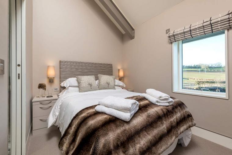Sleeps 10, High standard, 5* Gold Award Winning House, M1 rated, ideal for all generations, Herefordshire, Photo 30