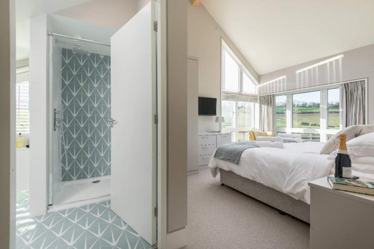 Sleeps 10, High standard, 5* Gold Award Winning House, M1 rated, ideal for all generations, Herefordshire, Photo 31
