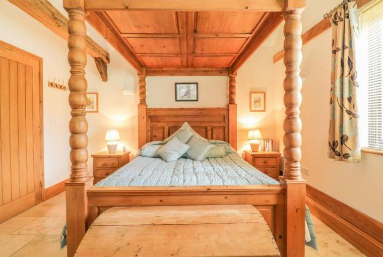 Four poster bedroom, The Old Cartlodge