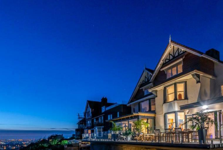 Cliffhanger House, sleeps 11 near Hastings