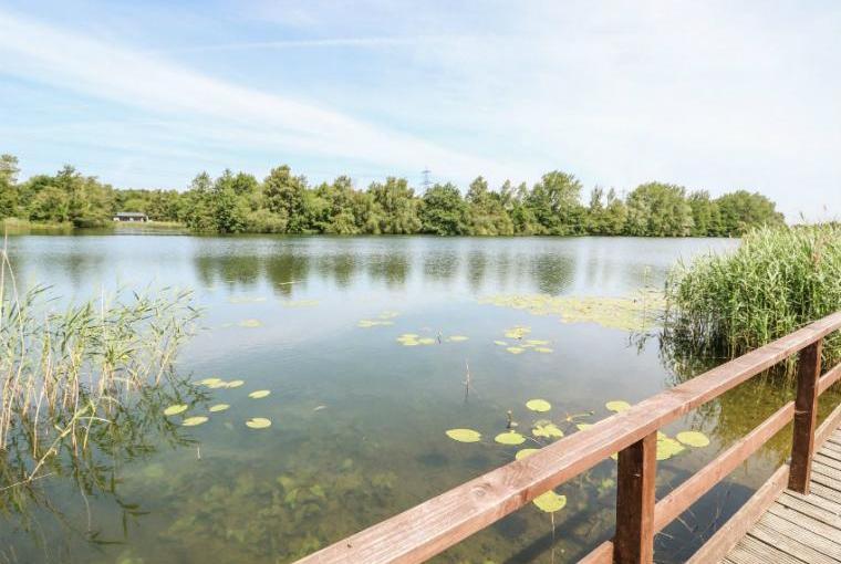 Enjoy holidaying by the lakeside