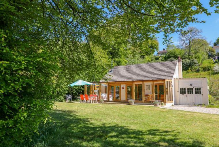 Riverside holiday cottage near Bodmin Moor