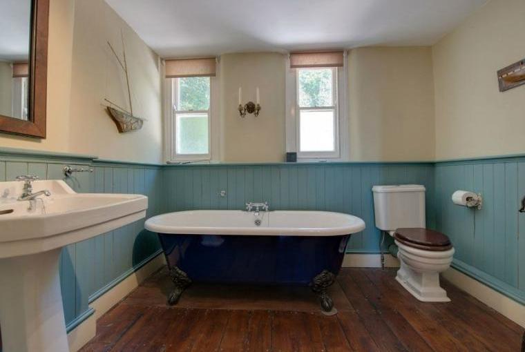 Family bathroom, Captains House, Cornwall