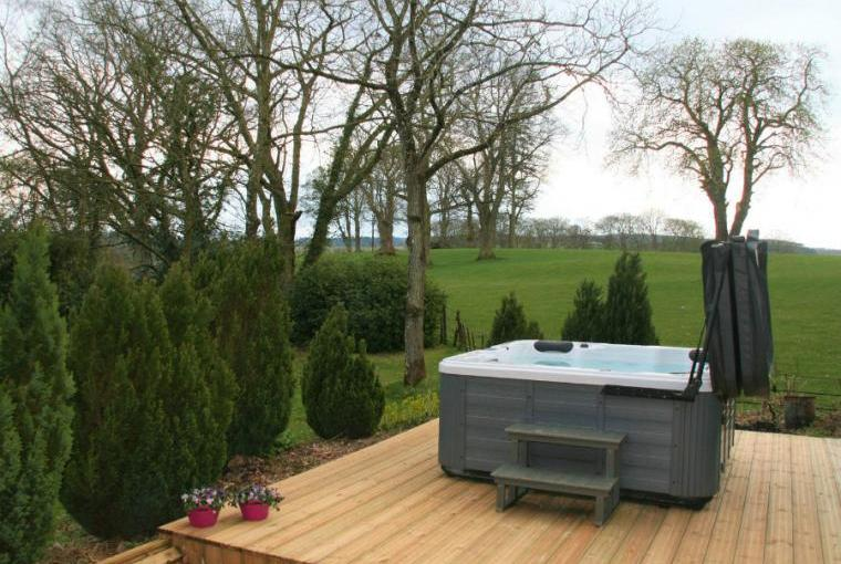 Outdoor hot tub, Staffield Hall