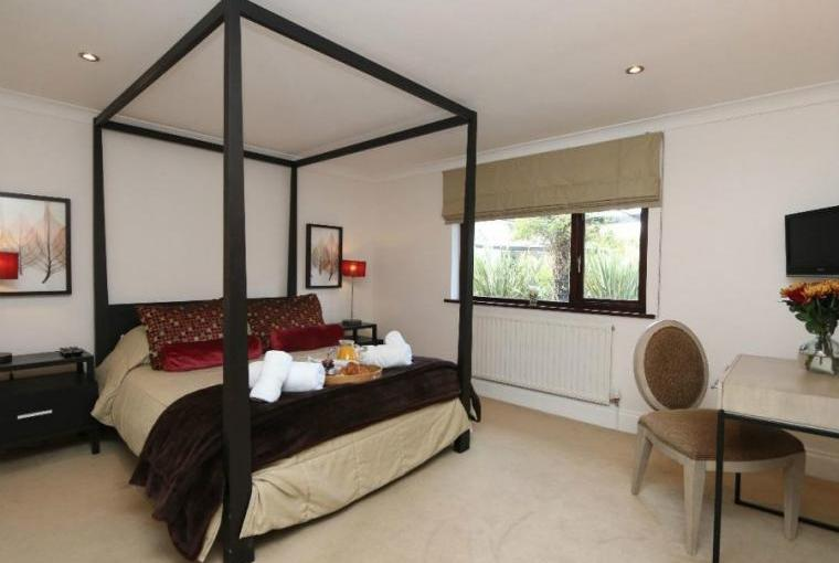 Romantic four poster bedroom, Jasmine Cottage near Padstow