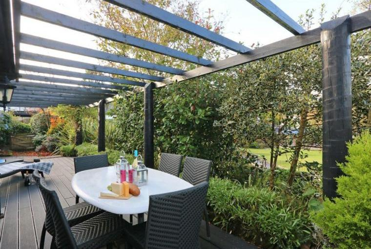 Outdoor dining area, Jasmine Cottage near Padstow