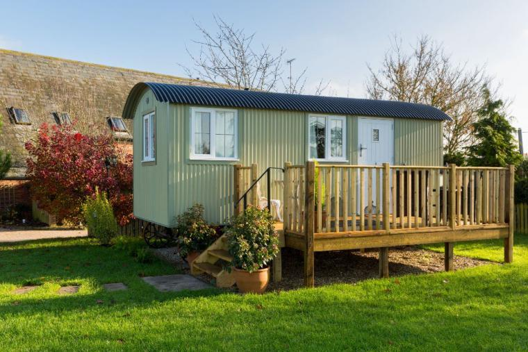 Unique Shepherds Hut with country views, just 7 miles from Cheltenham