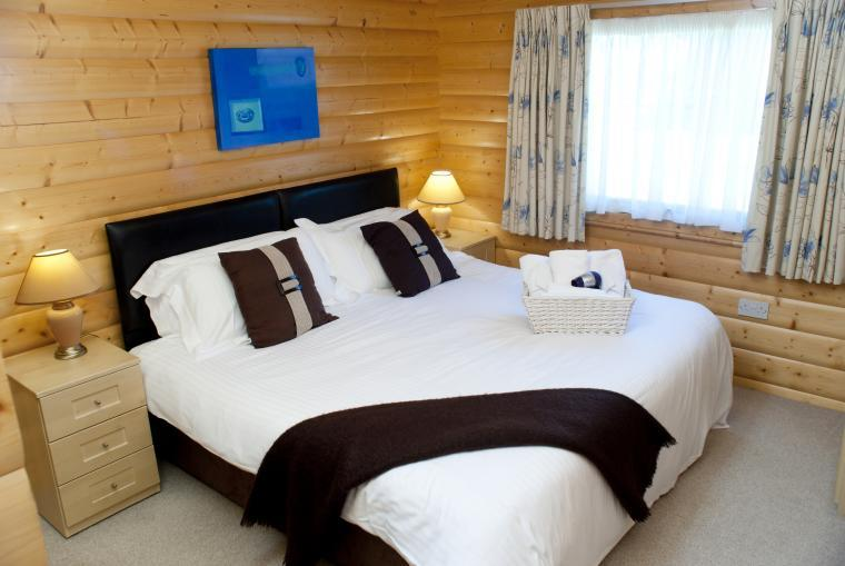 2 en suite bedroom lodges on a golf course in Sussex with access to a leisure suite with swimming pool