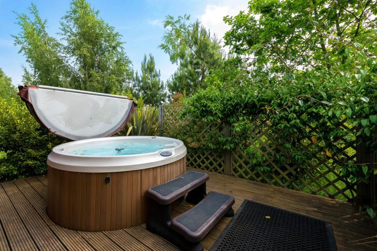 pet-friendly lodges with hot tub lincoln