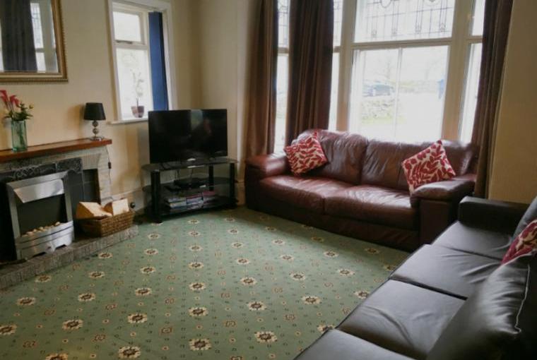 Large Spacious Lounge