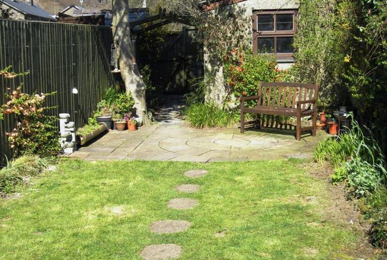 Sunny private garden with garage for secure bike/canoe storage