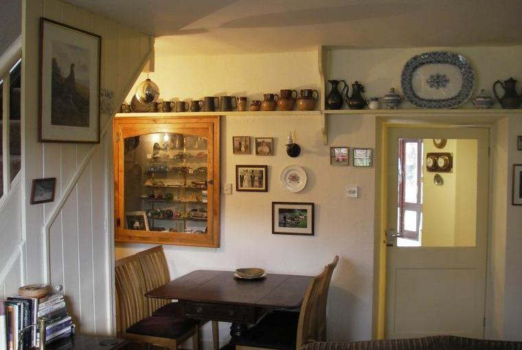 Living Room family corner with dining table