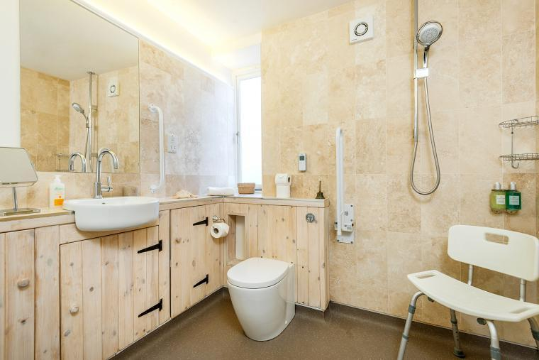 Cossington Park Cottage wheelchair-accessible bathroom