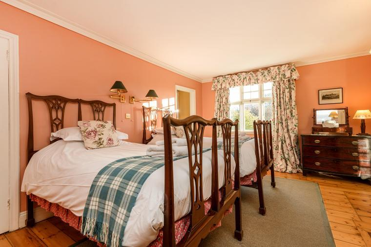 Jolly Monks bedroom