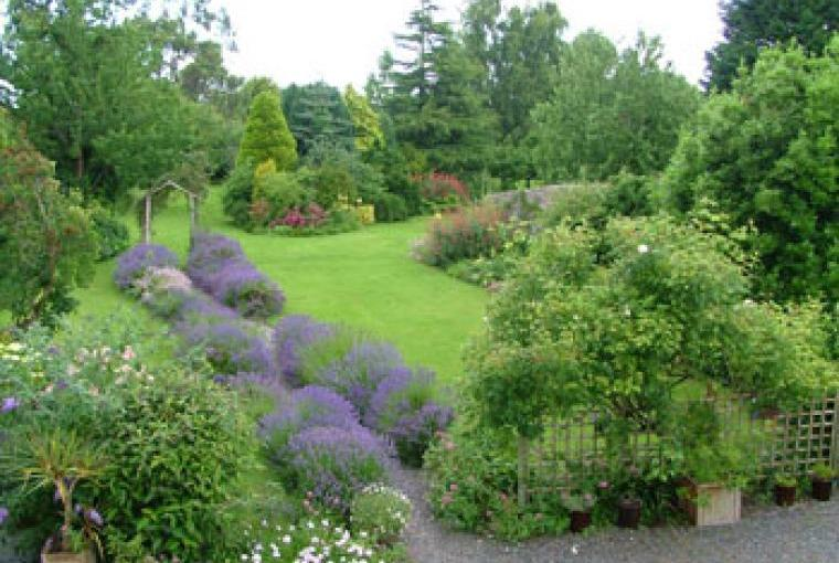 holidays in Somerset with charming garden to relax in