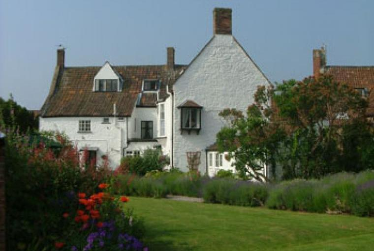 Sta at the Old House and cottages for history, comfort and a big welcome