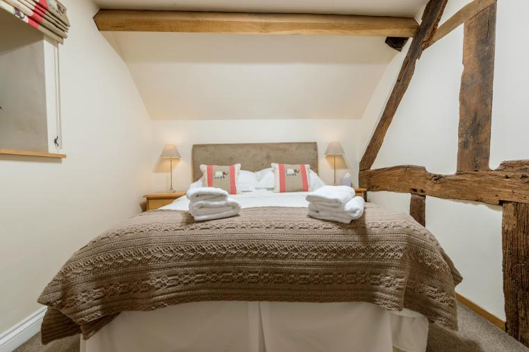 Sleeps 7+1, Cosy, Beautiful 5* Gold, Cottage in amazing rural location with Free WiFi, shared Games room , Herefordshire, Photo 11