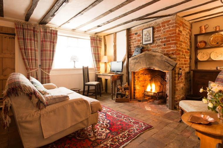 Romantic holiday cottage with log burning fire