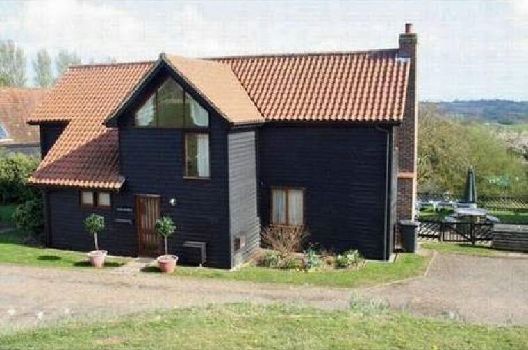 Detached luxurious country cottage in Suffolk