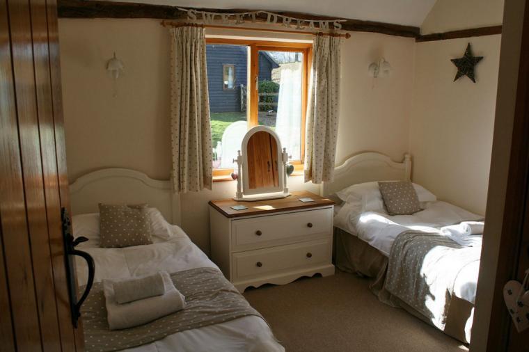 Lavenham Cottage twin bedroom