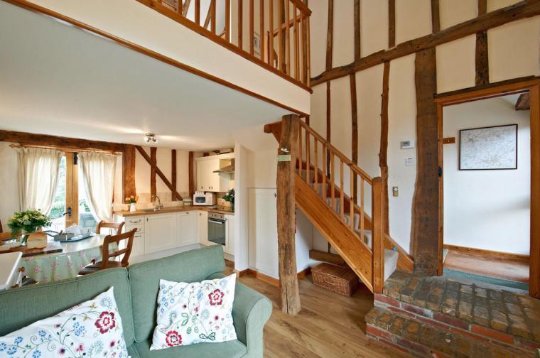 Lavenham cottage king size bedroom