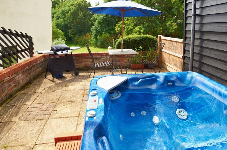 Luxurious cottages with a hot tub Suffolk