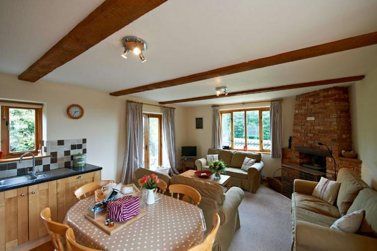 Suffolk cottage with private hot tub