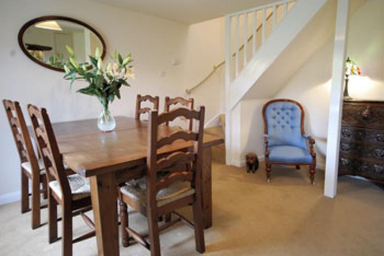 cottage in Devon with a dining room