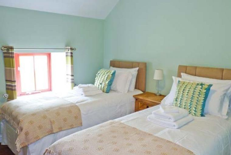 Twin bedroom, Lakeside Barn