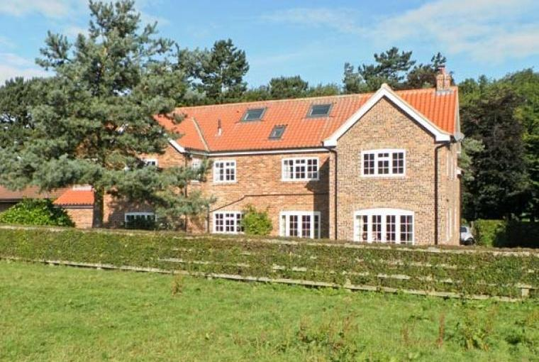 Large group accommodation near Malton