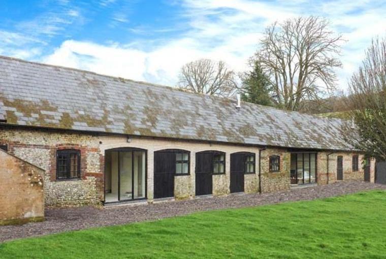 2 Bedroom Barn Conversion near Winterborne Stickland