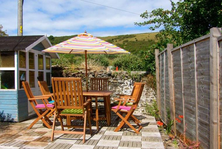 Outdoor dining area, Glynmoor Coastal Cottage, Ceredigion, Wales