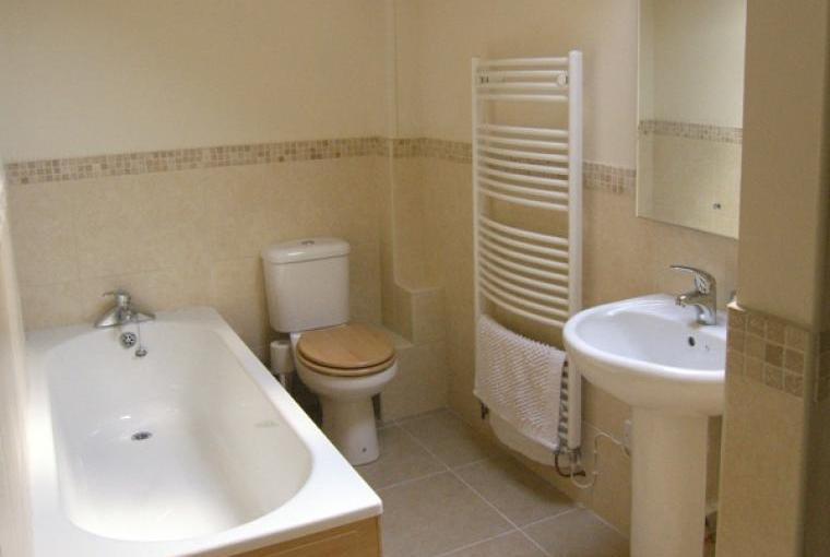 Bathroom, Bryn Howell Holiday Barn, Wrexham