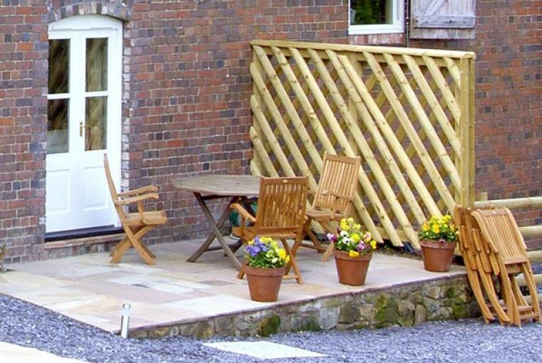 Outdoor dining area, Bryn Howell Holiday Barn, Wrexham
