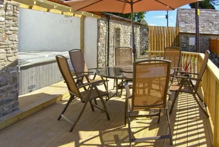 Outdoor dining area, The Stables Cottage for Two - Llandysul, Ceredigion, Wales